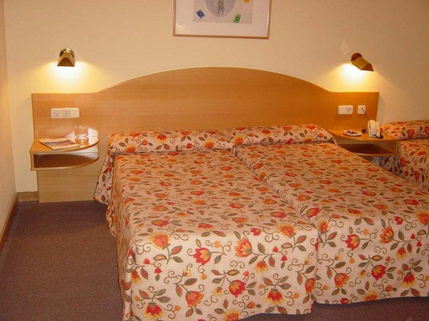 Habitaciones de hotel en madrid hotel diana plus for Habitaciones en madrid